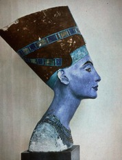 Sculpture of queen Nefertiti 1
